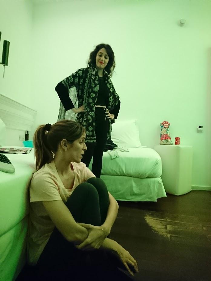 Las actrices Laura Millaruelo y Lara Vacas en un momento de la representación