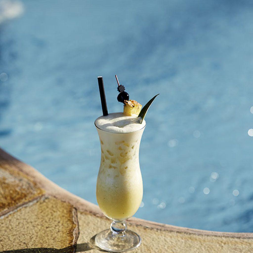 The Pikes Cocktail Book comparte las recetas del Pikes Ibiza